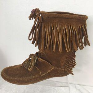 Minnetonka Leather Fringe Lace Up Moccasin Boots 8